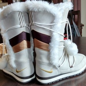 😍Nike Snow boots! Beautiful size 19